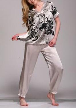 carnet de soie affaires saisir pyjama femme dans une belle soie 16 mommes. Black Bedroom Furniture Sets. Home Design Ideas