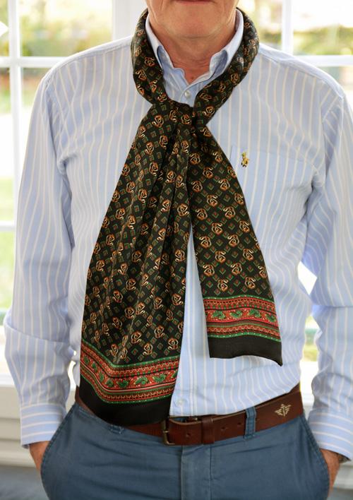carnet de soie foulards foulard en soie imprim e pour homme. Black Bedroom Furniture Sets. Home Design Ideas